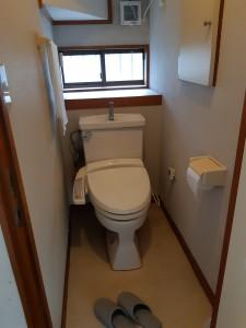 一階トイレ(前)